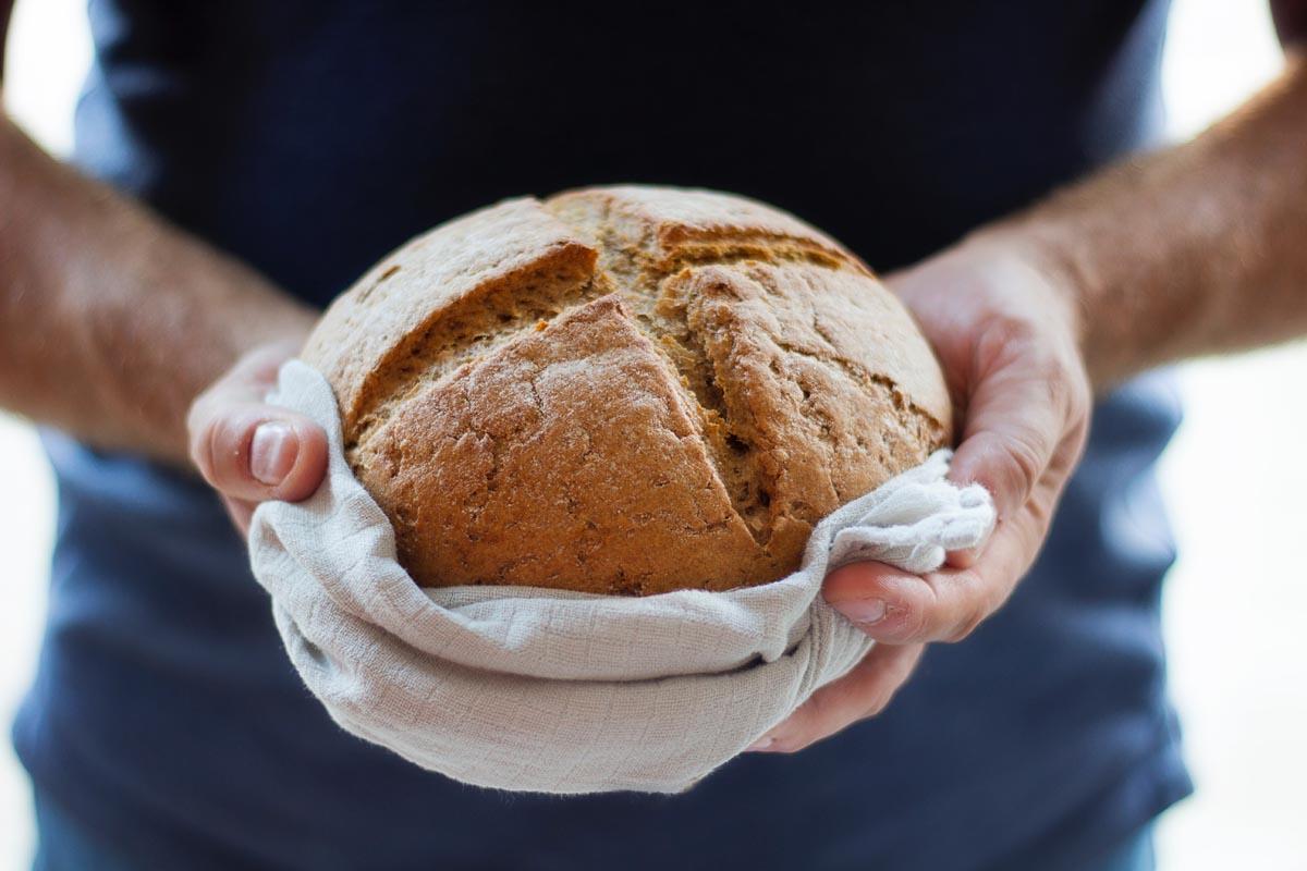 Nybakt bröd